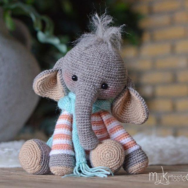 Olifantje Nina - Elephant Nina #mykrissiedolls #krissie #dolls #krissiedolls #kristel #droog #kristeldroog #amigurumi #pattern #patterns #sales #patroon #crochet #crocheting #haken #haak #gehaakte #pop #doll #handmade #handgemaakt #olifant #olifantje #elephant #nina www.mykrissiedolls.com www.etsy.com/nl/shop/MyKrissieDolls