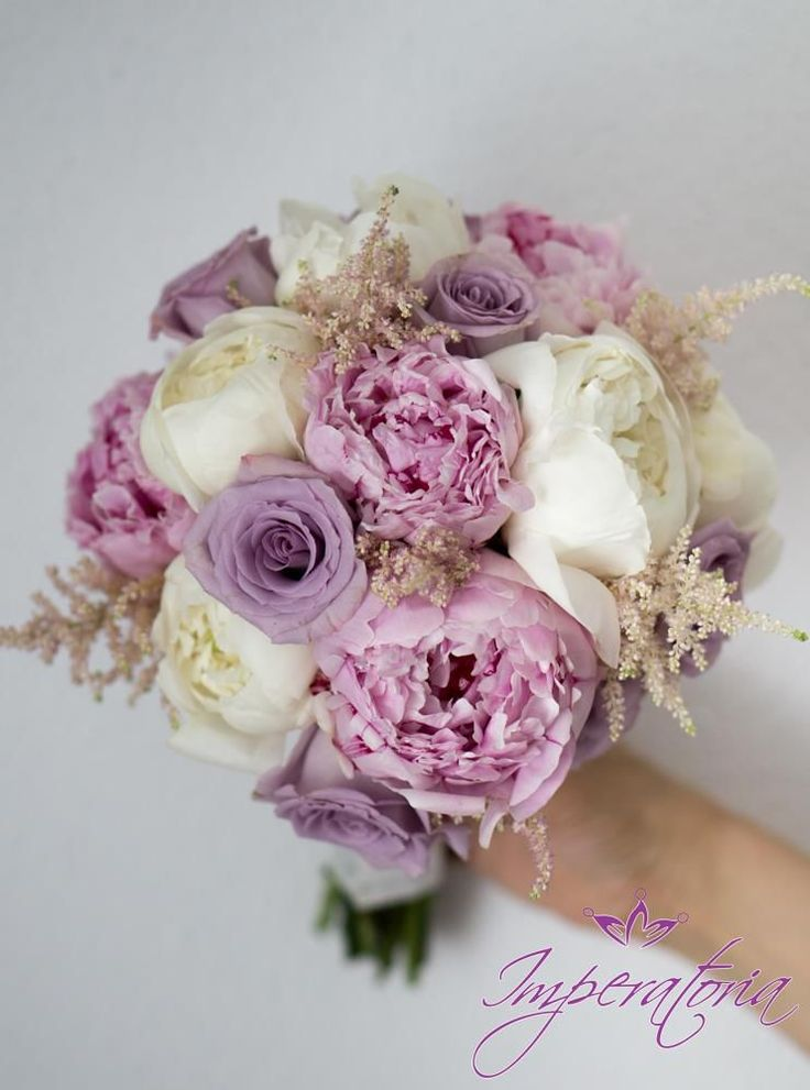 Buchet delicat de mireasa cu bujori roz www.imperatoria.ro