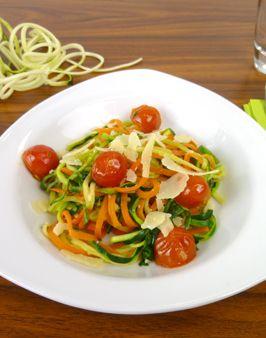 KAROTTEN-ZUCCHINI-NUDELN ALLA ITALIANA - Zutaten für 2 Personen: 1 Schalotte, 500g Karotten (dicke), 2 große Zucchini, 40g Parmesan, 200g Kirschtomaten, 3 EL Olivenöl, Salz, Pfeffer, 6 Blätter Basilikum. Hier geht's zur Zubereitung: http://behr-ag.com/de/unsere-rezepte/rezeptdetail/recipe/karotten-zucchini-nudeln-alla-italiana.html