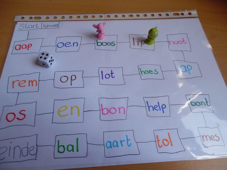 Rijmspel. Gooi de dobbelsteen en verzet je poppetje. Rijm op dat woord. Lees zo nodig het woord voor als je kinderen niet kunnen lezen of werk met plaatjes.