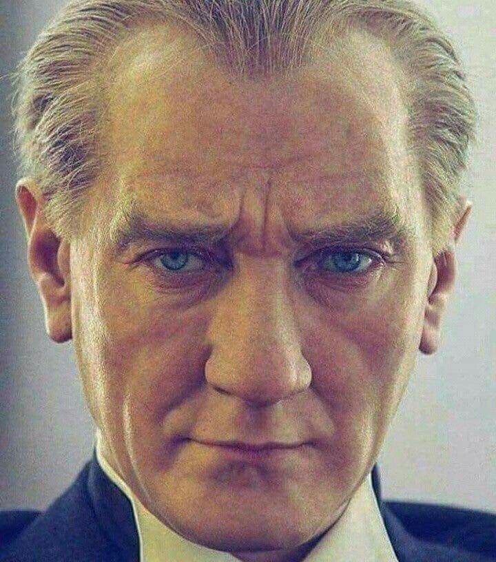 """""""Benim naçiz vücudum nasıl olsa bir gün toprak olacaktır. Fakat Türkiye Cumhuriyeti ebediyen yaşayacaktır.""""  Mustafa Kemal Atatürk"""