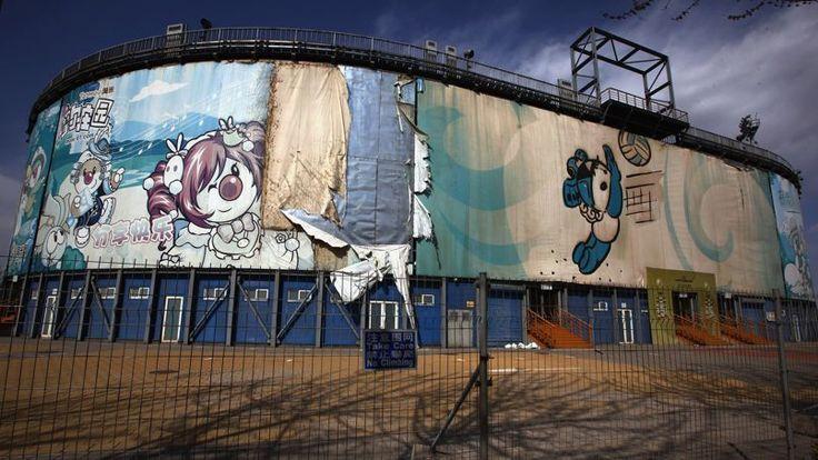 En 2008, les Jeux olympiques d'été ont eu lieu à Pékin. Les enceintes dédiées au beach-volley et au kayak sont déjà en ruines.