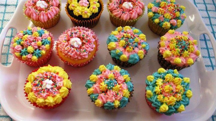 Vanilla Cupcakes by Anna Linhart