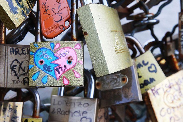 Ponts Des Arts' Love Padlocks: A Look At The Most Romantic Spot In Paris (PHOTOS)