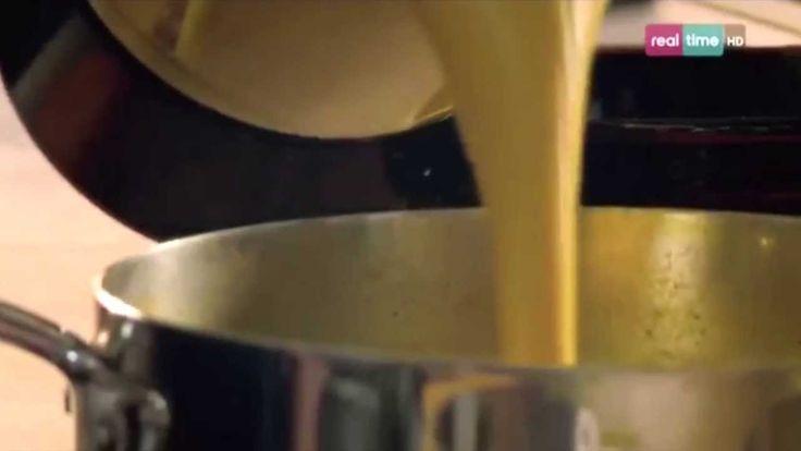 Cucina con Ramsay # 19: Zuppa di Mais dolce al curry Con questa ricetta apprenderete la versione di Gordon Ramsay del Curry di Madras che fa prendere il volo ad una semplice zuppa di mais dolce. Importante è macinare al momento tutte le spezie. INGREDIENTI: Olio di oliva per friggere 1 cipolla sbucciata e tagliata a dadini 1 patata grande, pelata ...