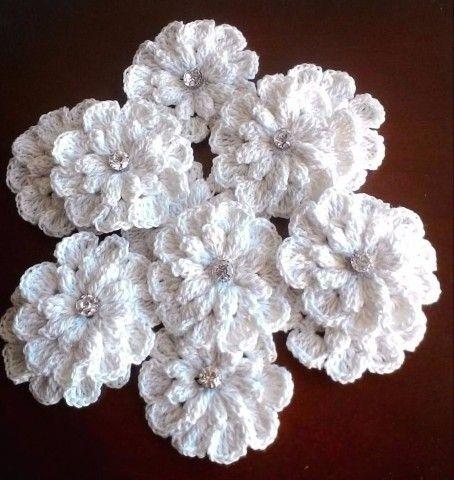 Вязаные цветы для отделки изделий.