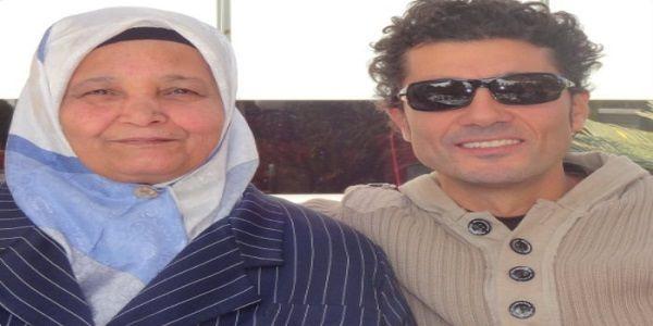 توفيت منذ قليل والدة الفنان خالد النبوى وقال النبوى على صفحته بموقع تويتر أمي حبيبتى بين إيدين ربن Square Sunglasses Men Rayban Wayfarer Mens Sunglasses