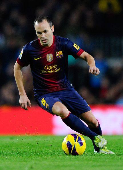 Andres Iniesta Photo - FC Barcelona v Real Zaragoza - La Liga el futbol deporte muy famoso en todo el mundo ya que hay muchos jugadores en todo los equipos que lo practican y demuestran sus habilidades
