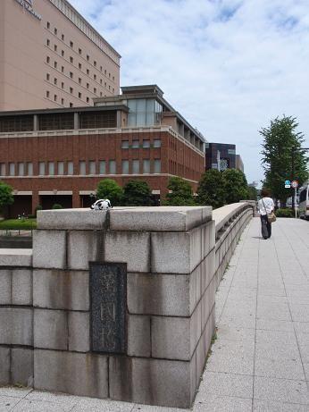 古くから横浜の人々の架け橋となってきた万国橋。万国橋の見所。