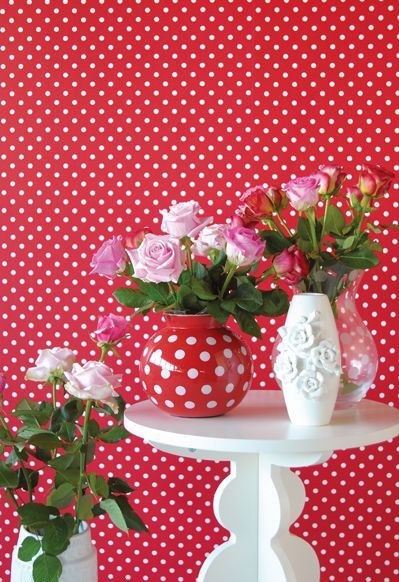 Pretty red with white polka dots wallpaper. I love how the same pattern can be found on the vase.