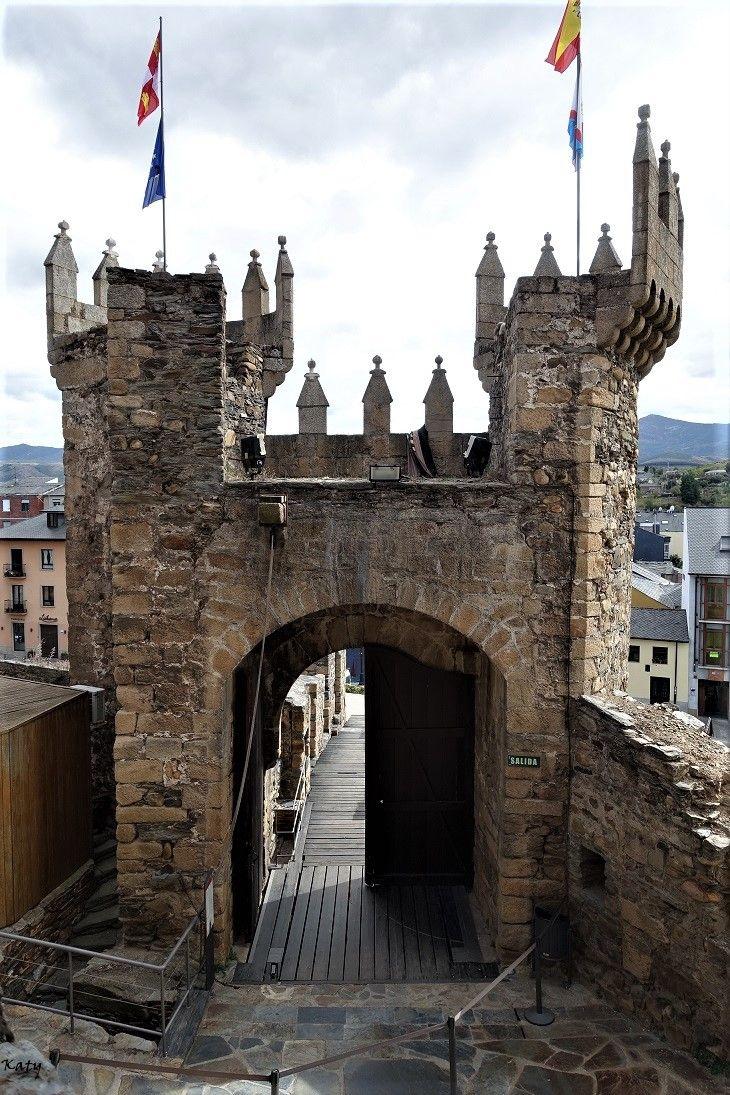 Castillo templario de Ponferrada (Castilla y León)