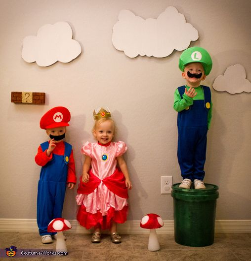 Super Mario Triplets - 2015 Halloween Costume Contest