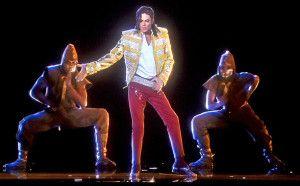 """Michael Jackson è 'risuscitato' domenica scorsa ai 'Billboard Music Awards 2014' di Las Vegas grazie a un ologramma. L'esatto clone dell'originale popo star, vestito con giacca dorata e pantaloni rossi, l'artista ha ballato il """"moonwalk"""" cantando """"Slave to the Rythm"""", uno degli otto brani di """"Xscape"""", il disco postumo uscito la settimana scorsa e già […]"""