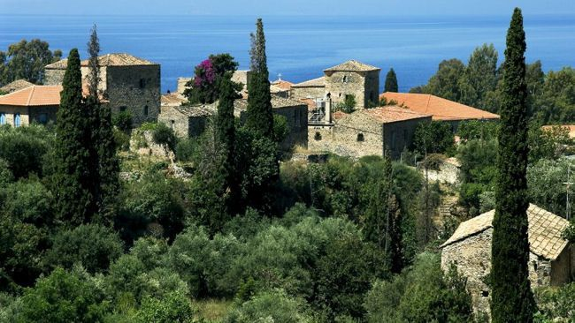 Luxury Travel magazine lets us in on the Greek Style of the beautiful Costa Navarino!