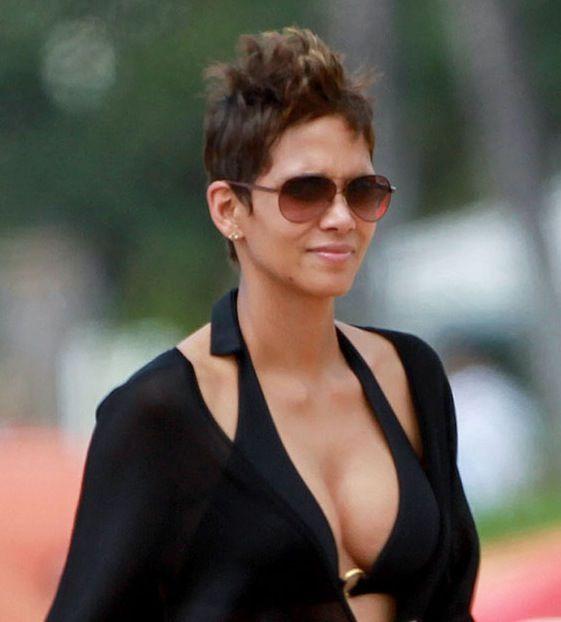 Halle Berry #sunglasses | Celebrities wearing Glasses ...
