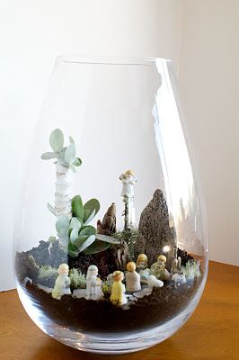 Beautiful terrarium that i'd keep all year around to remind me of the birth of our Lord Jesus
