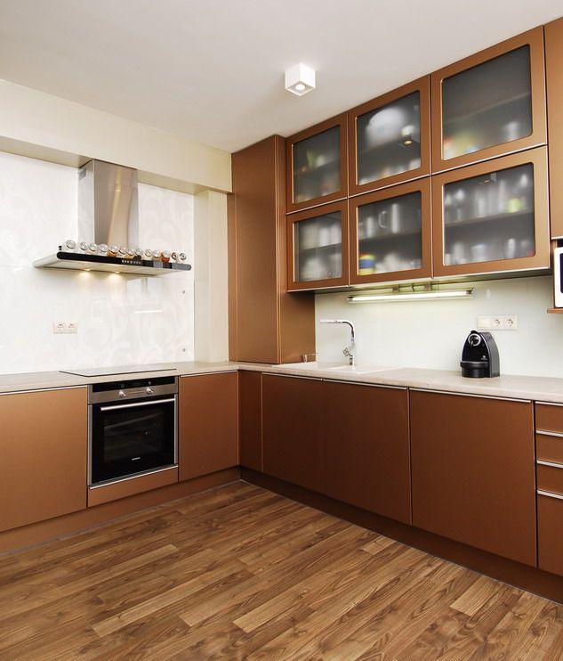 Karakteres színű modern konyhabútor