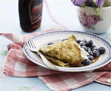 Havregrynspandekager med yoghurt og blåbær