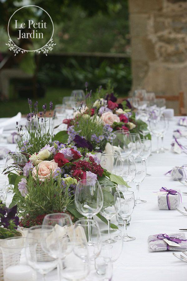 Bassi centritavola, stile rustico, toscani, realizzati con rosmarino, lavanda, fresie, rose avalanche.
