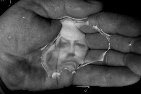 Oscar Munoz, Linea del destino - Mirror Image exhibition
