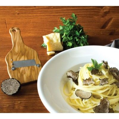Edler Genuss, einfach gemacht: Schwarze Sommertrüffel auf handgezogenen Spaghetti