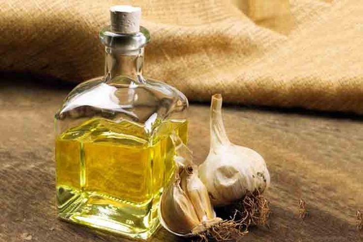 Khasiat Garlic Oil (Minyak Bawang Putih):1. Meredakan Sakit Telinga2. Obat Alami Untuk Mengobati Jamur Kuku3. Menurunkan kadar kolesterol tinggi4. Mengatasi hipertensi/darah tinggi5. Mengatasi batuk, flu, demam, dan pusing6. Meningkatkan insulin darah bagi penderita diabetes7. Sebagai antioksidan, antiseptik, antibakteri dan antikolesterol8. Menghambat pertumbuhan sel kanker9. Mencegah penyakit jantung10. Meningkatkan kekebalan tubuh