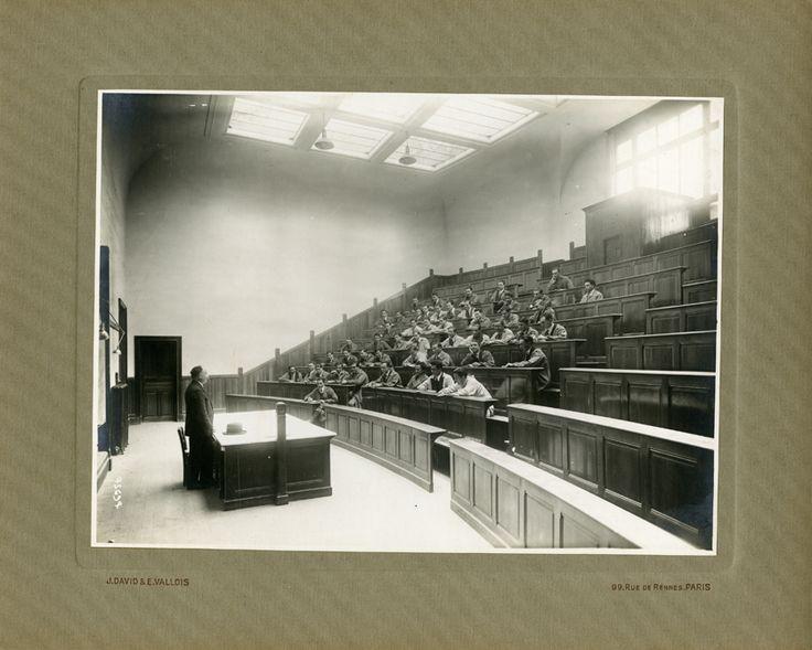 Grignon, grands amphithéâtres (Promotion 99), photographie ancienne /  © Musée du Vivant - AgroParisTech