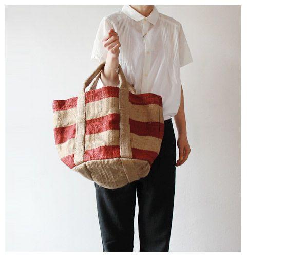 Jute tas voor boodschappen maar ook voor houtblokken, onderkanten of flessen. Te koop bij de Wereldwinkel Bussum.