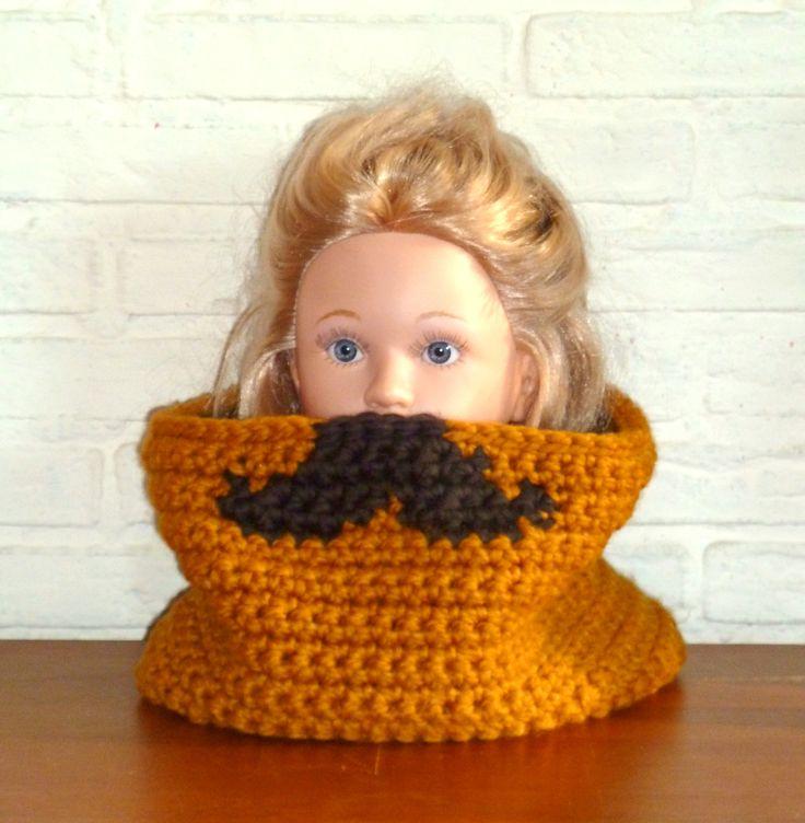 - *Snorra* :Gehaakte col met grote snor - *Moustacha* :Crochet cowl with big moustache