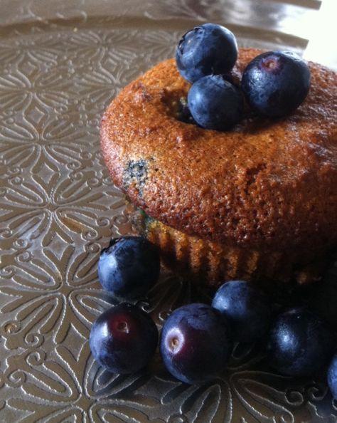 Suikervrije en glutenvrije muffins gemaakt van amandelmeel