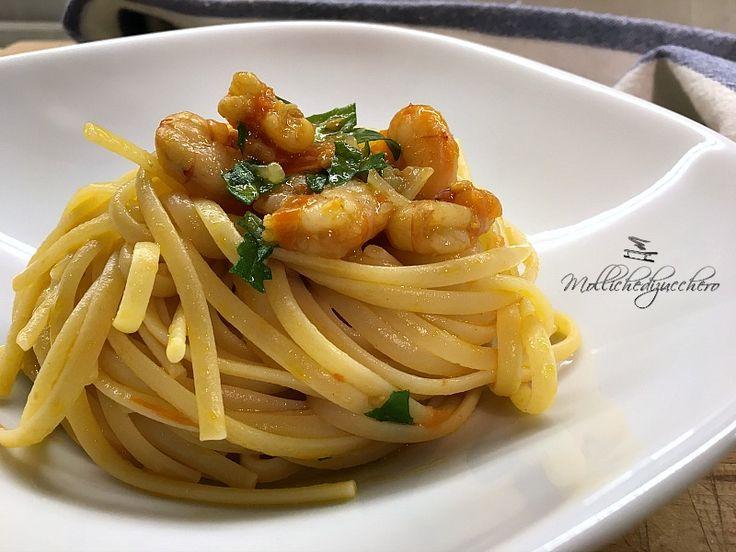 La pasta gamberetti e rucola è un primo piatto saporito e raffinato, contrariamente a quanto si può pensare è una ricetta veloce da realizzare, perfetta per