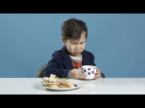 Ontbijt, de belangrijkste maaltijd van de dag. Deze Amerikaanse kids mogen proeven wat andere leeftijdsgenootjes in het buitenland 's ochtends te eten krijgen. Natuurlijk is het Nederlandse broodje hagelslag het lekkerst!    Bekijk hier het fimpje!