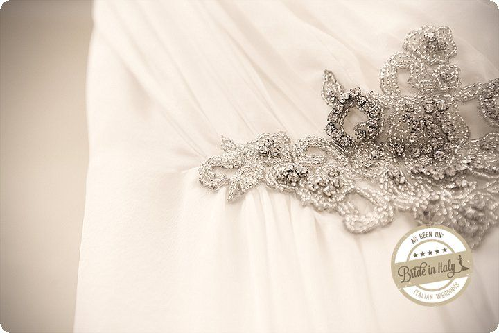 A bridal dress by Sposi Domani with gorgeous vintage details. Ph Elena Preti http://www.brideinitaly.com/2013/11/missweddingdesignanneesfolles.html #italianstyle #greatgatsby #wedding