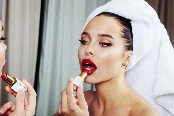 premium selection factory outlet official images San Valentino, i rossetti rossi no transfer a prova di bacio ...