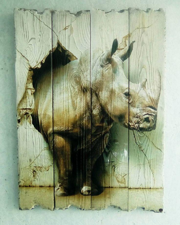 Никогда раньше не задумывались как называется детеныш носорога? Носорожек?  Картина выполнена методом УФ - печати на искусственно состаренных досках.  Хотите удивить друзей необычным подарком? Закажите у нас картину на досках!
