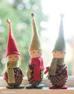 Como hacer elfos navideños con piñas de pino y fieltro                                                                                                                                                                                 Más