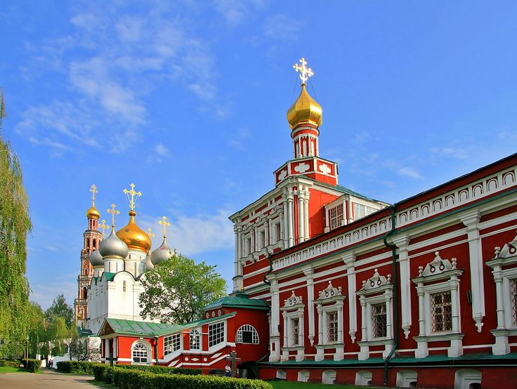 The Uspenskaya Church with the Refectory on the line with the Belltower and the main Smolensky Cathedral.