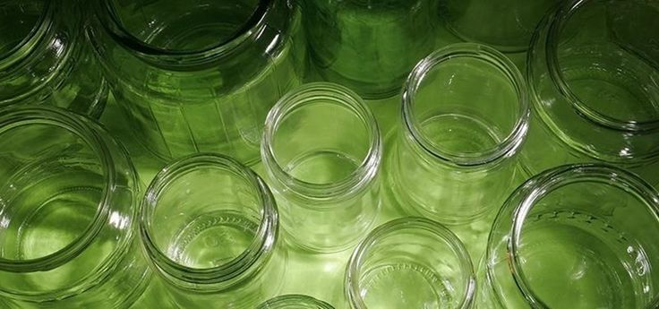 How to De-Stink Old Smelly Jars and Plastic Containers with Two Simple Ingredients