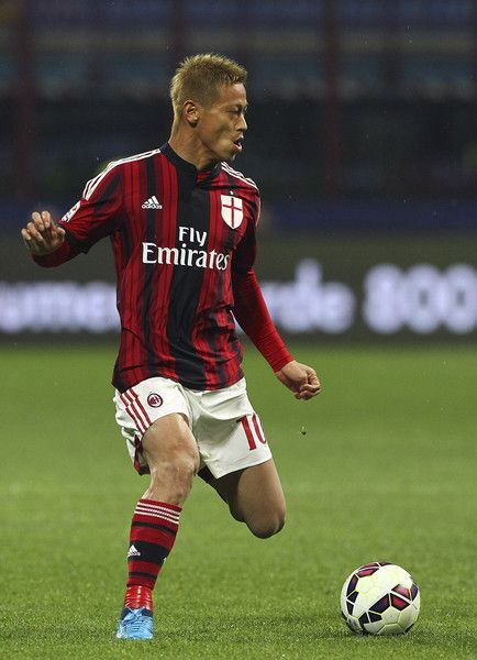 Keisuke Honda Photos - Keisuke Honda of AC Milan in action during the Serie A match between AC Milan and Cagliari Calcio at Stadio Giuseppe Meazza on March 21, 2015 in Milan, Italy. - AC Milan v Cagliari Calcio - Serie A