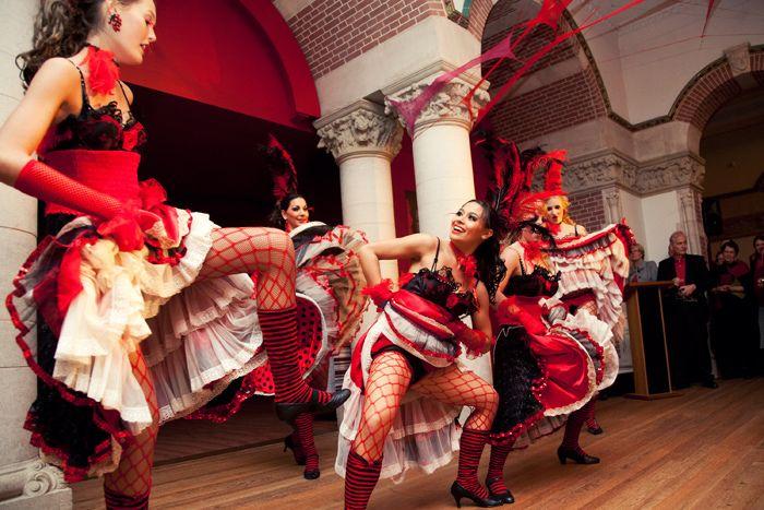 CanCan danseressen tijdens Frans/ Moulin Rouge themafeest. Te boeken via https://www.funenpartymatch.nl/fransmoulinrouge.php