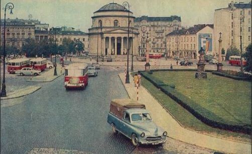 Three Crosses Square (Plac Trzech Krzyży), 1960s. Photo via: https://www.facebook.com/pages/Warszawskie-migawki/555026481195475?sk=timeline