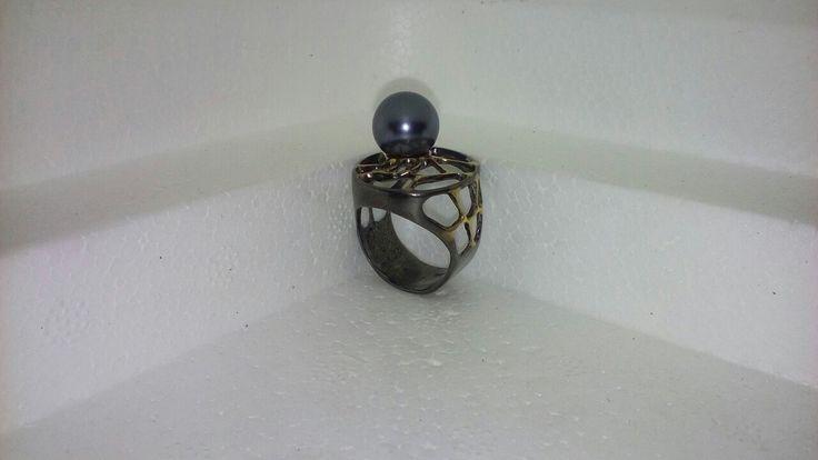 Кольцо из серебра 925 пробы с чёрным жемчугом. Размер 18,5. Цена 3700 руб.