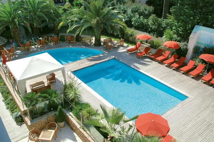 Hotel Park & Suites Prestige Cannes Croisette zal je meteen verleiden met zijn exceptionele comfort in Cannes. De kamers zijn alle van viersterrenkwaliteit en zijn luxueus ingericht. Aan werkelijk alles is gedacht, denk bijvoorbeeld aan ontspannende muziek in je badkamer. Dit moderne hotel is voor iedereen geschikt, of je nu op zakenreis bent of van je vakantie wilt genieten. Het centrum van Cannes, op slechts 150 m van La Croisette en het fijnzandstrand. Officiële categorie ****