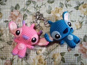Stitch et angel, porte clé amigurumi patron en français traduction (frre french pattern)