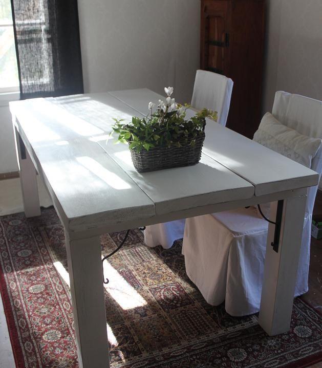 Minun lemppari shabby valkoinen lankkupöytä.
