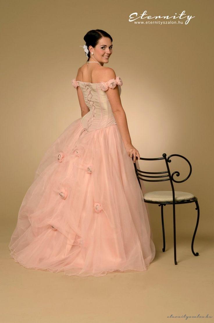 Lucy menyasszonyi ruha