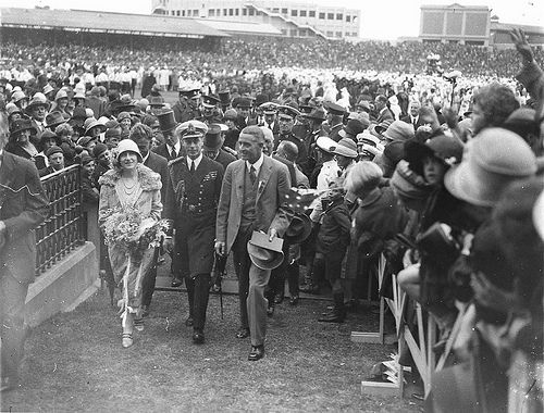Smiling Duke and Duchess of York at the Sydney Cricket Ground, 1927 / Sam Hood. State Lib. of NSW