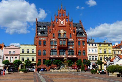 Ratusz w Chojnicach wzniesiony w 1904 roku.