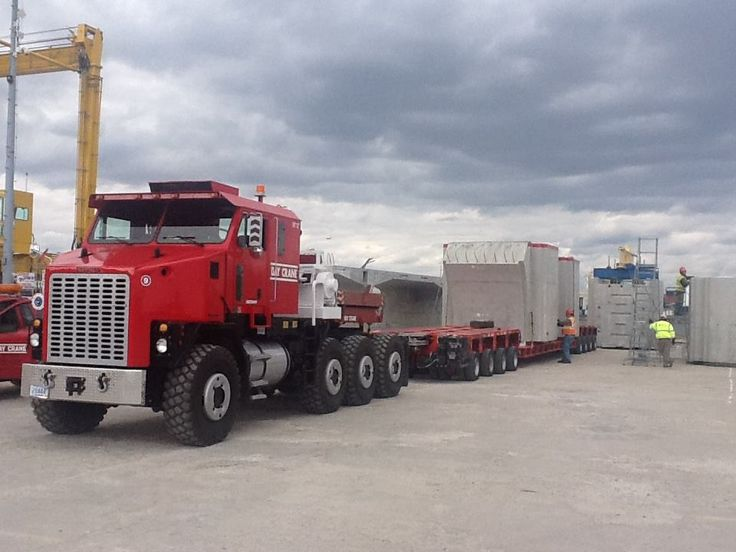OSHKOSH TRUCKS DOWNUNDER.     . Truck Tractor - Bay Crane