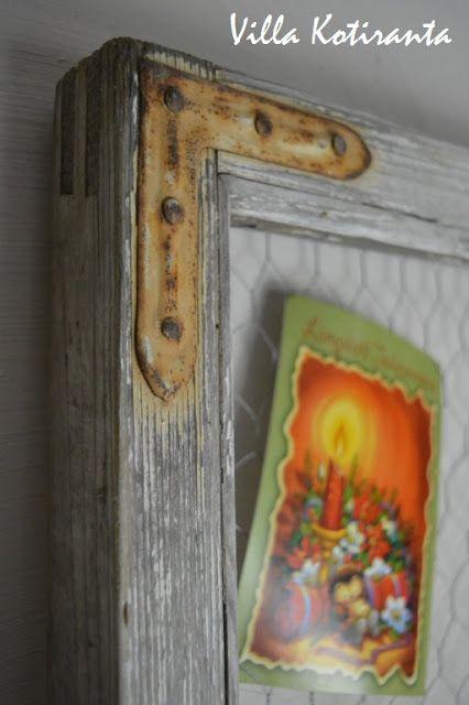 Muistitaulu vanhasta ikkunanpokasta / Bulletin board made of old window frame